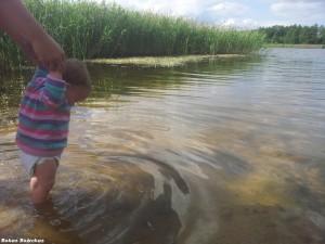 Vaikas Dumblio ežere