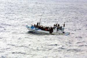 Į Europą plaukiantys pabėgėliai