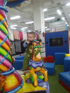 Karuselė Prisma parduotuvėje