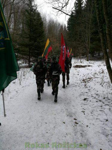 Kariai su vėliavomis