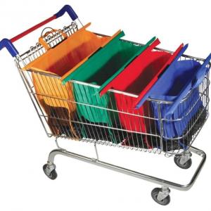 Pirkinių maišai vežimėlyje